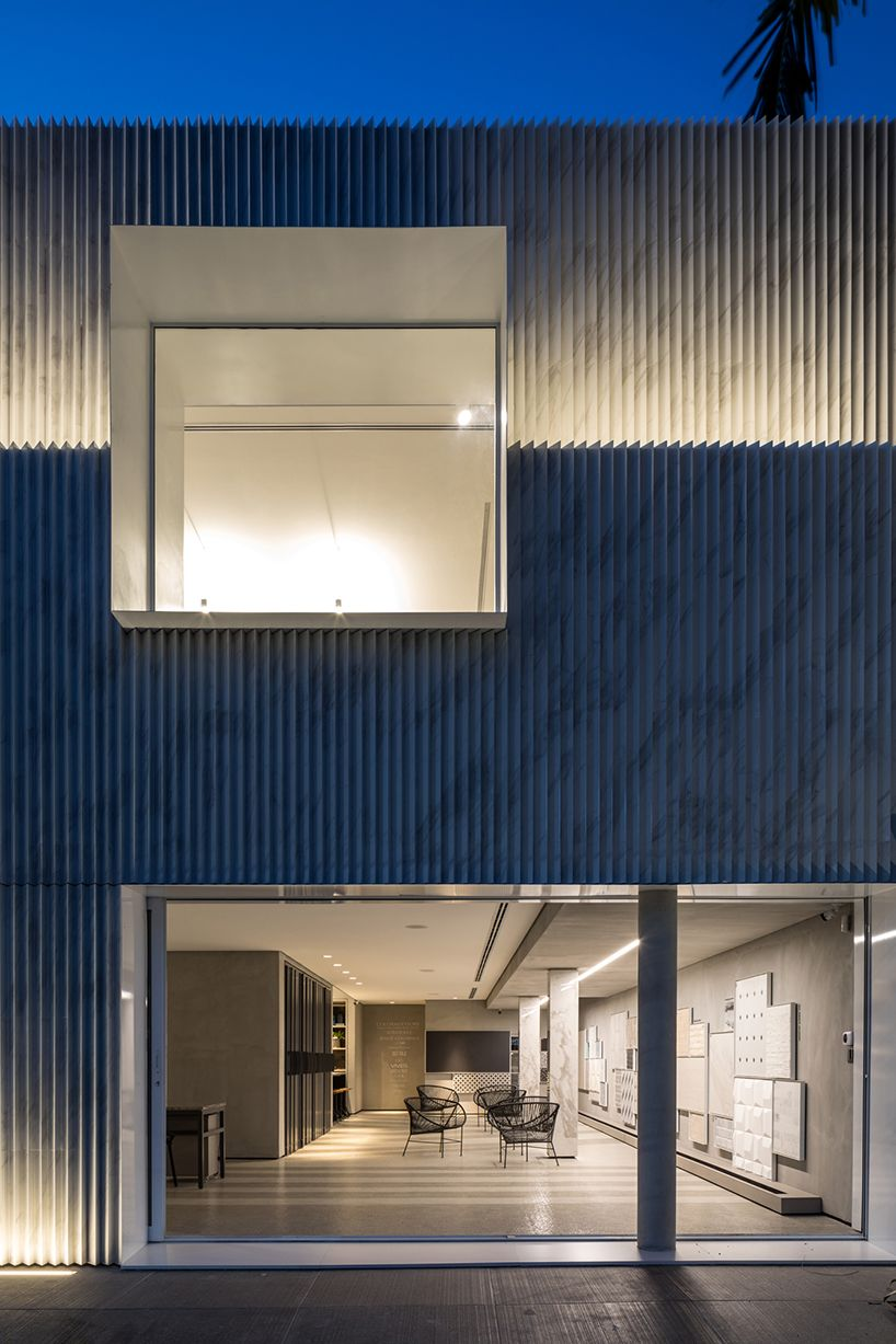 524209607 basiches arquitetos associados' store with marble-like porcelain ...