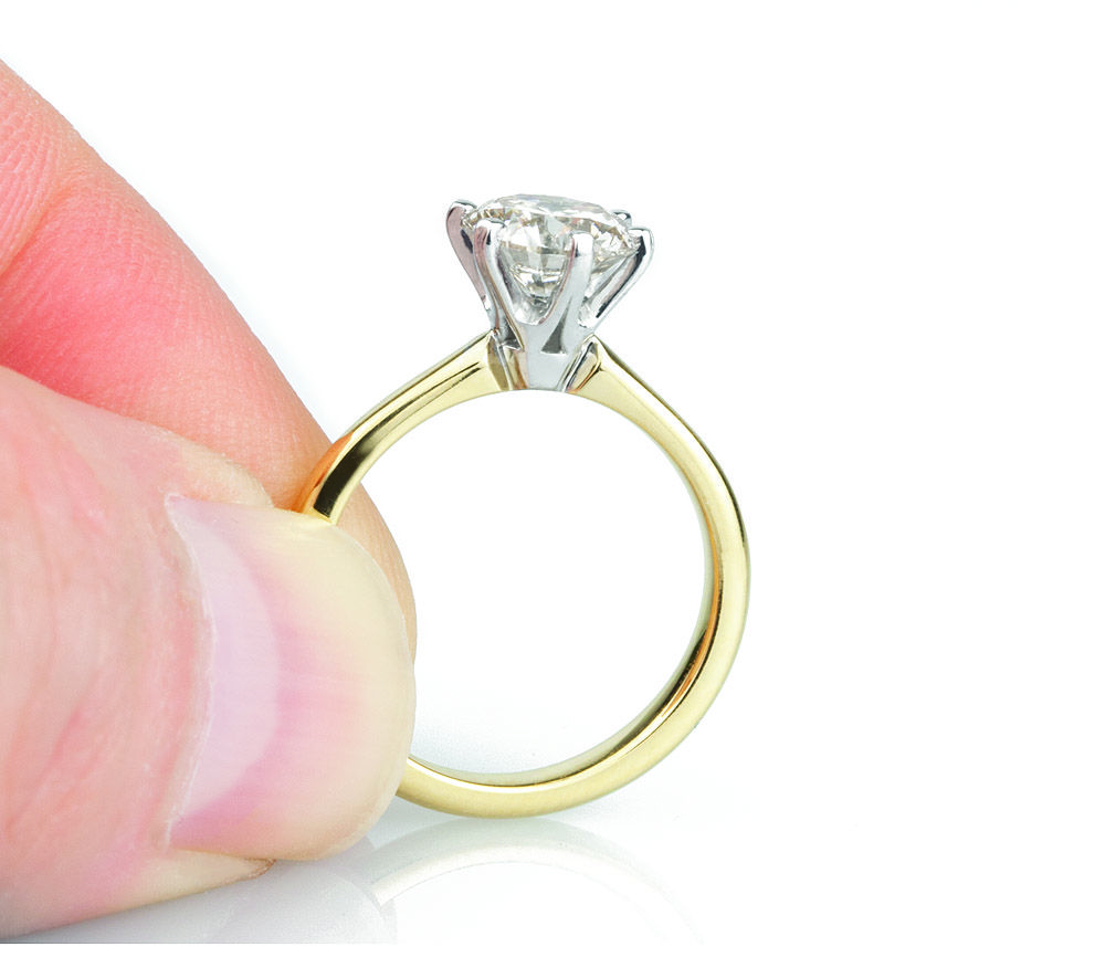 R1d077  The Modern Classic Six Claw Setting In An Elegant Tiffany Style  Solitaire Design
