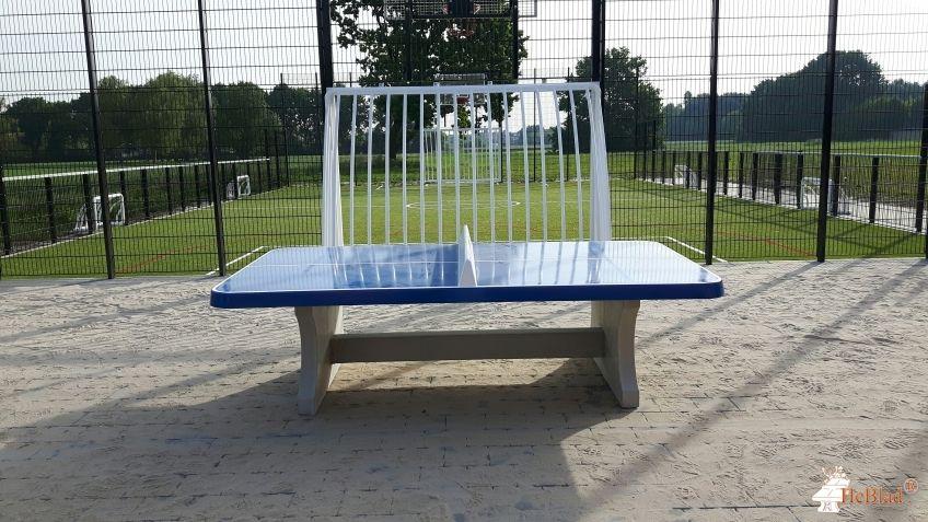 Pingpongtafel Afgerond Blauw bij Sportterrein, naast de voetbalkooi in Sint-Katelijne-Waver