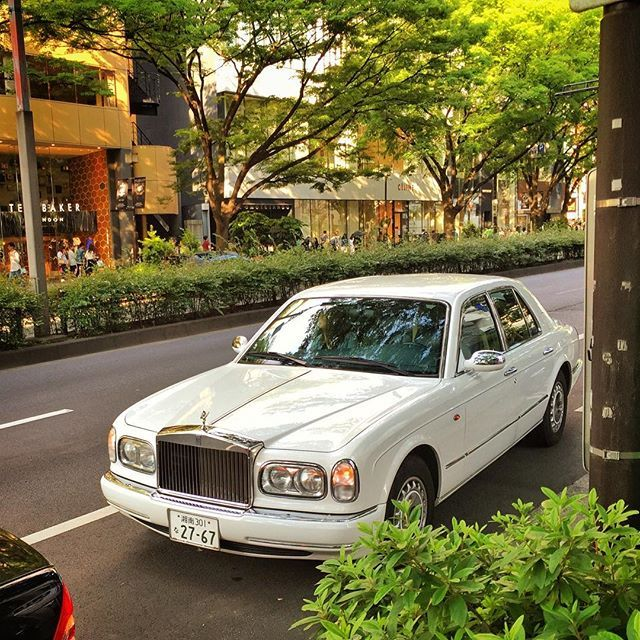 104 Best Bentley Azure Images On Pinterest: So #cool To See A #RollsRoyce #SilverSeraph In #shibuya