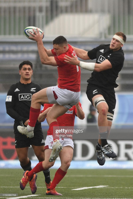 Kaylum Boshier Of New Zealand U20 Jumps For The Rugby Noticias Fotografia