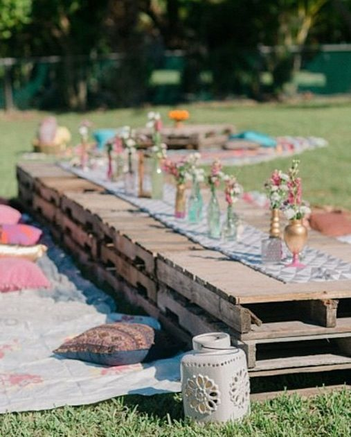 Outdoor Wedding Reception Ideas For Summer: Pallets For Summer Dinner Parties! I LOVE This Idea ️