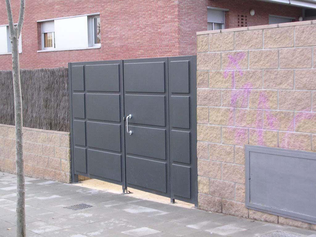 Puertas met licas batientes abatibles chapa bandejas de - Puertas para cerramientos ...