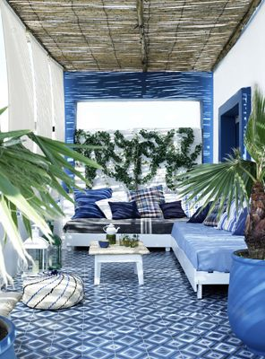 Casa en tanger for the home pinterest terrazas azul for Azulejos terrazas patios
