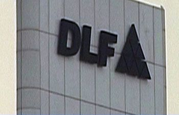Mumbai. Giant DLF objective reality in the next three years to bring their debt reduced from 10,000 to 11,000 Crore.The Company issued new equity shares, non-core asset sales and improved cash flow will reduce the debt.