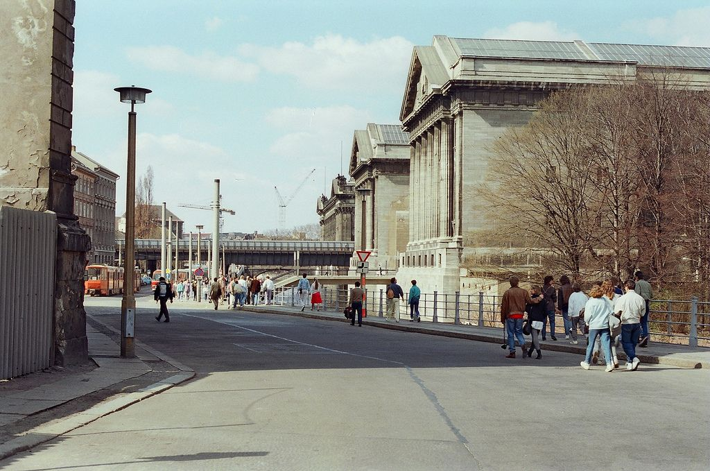 35 50g 5c 585 2 F Pergamon Museum East Berlin Ddr Gdr 1987 Ddr