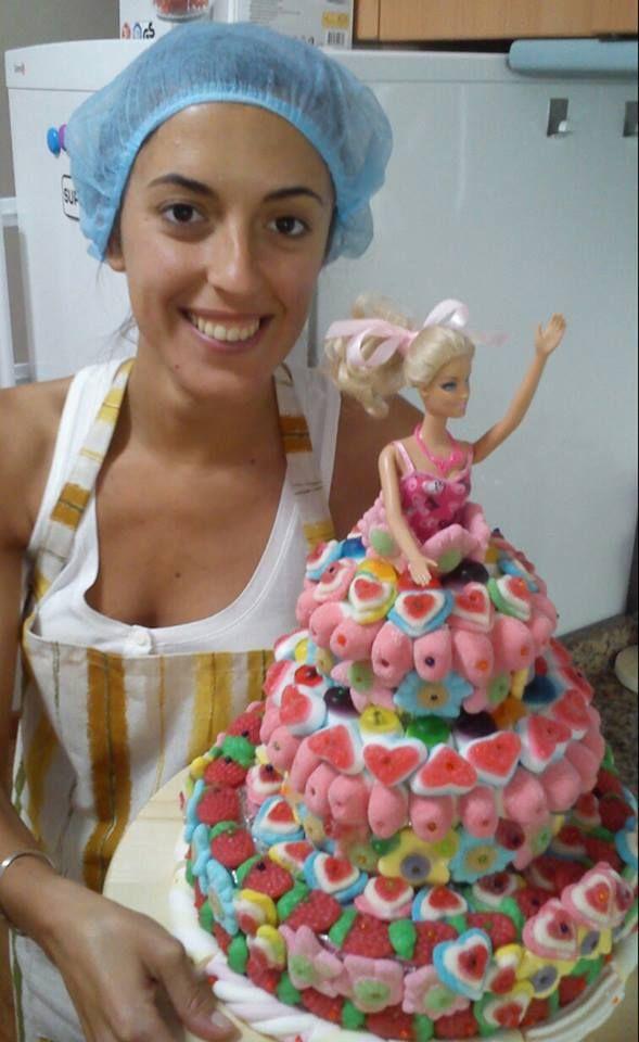 flor con su tarta de #chuches barbie | animacion magos vintage