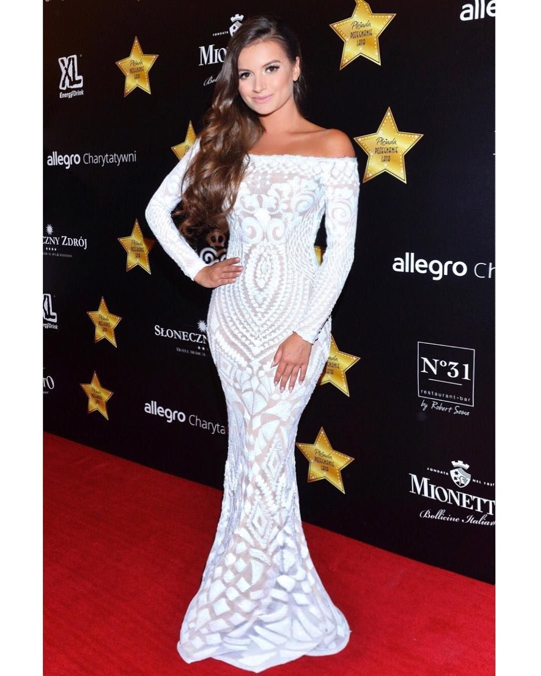 8364ddb43dc Pin by NADINE MERABI on Red Carpet