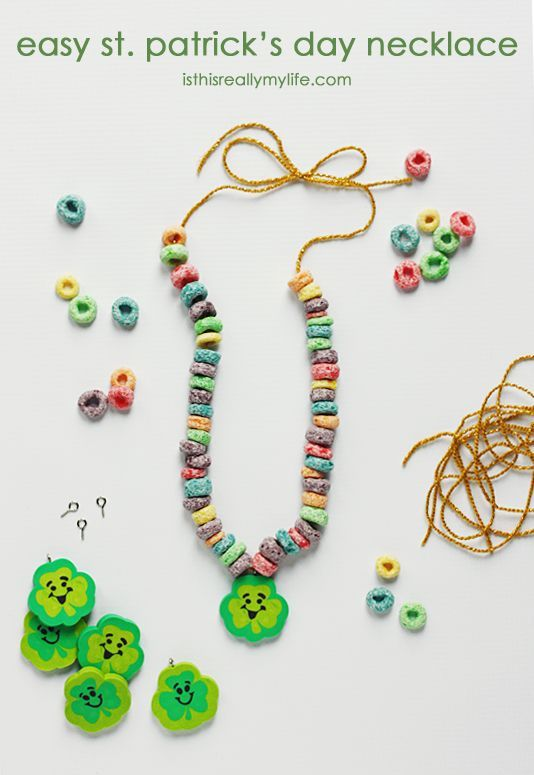 Easy St Patricks Day Necklace -- perfect for preschoolers and kindergarteners. Minimal prep and minimal help required! Plus who dislikes Fruit Loops cereal? | isthisreallymylife.com