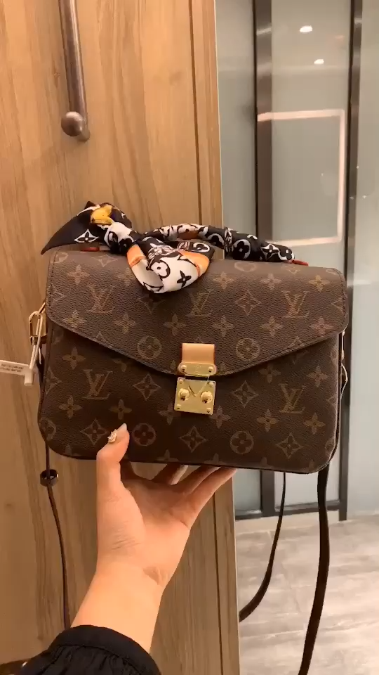 Louis Vuitton POCHETTEMÉTIS prefect everyday bag l