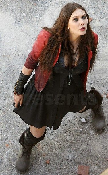 Scarlet witch cosplay age of ultron