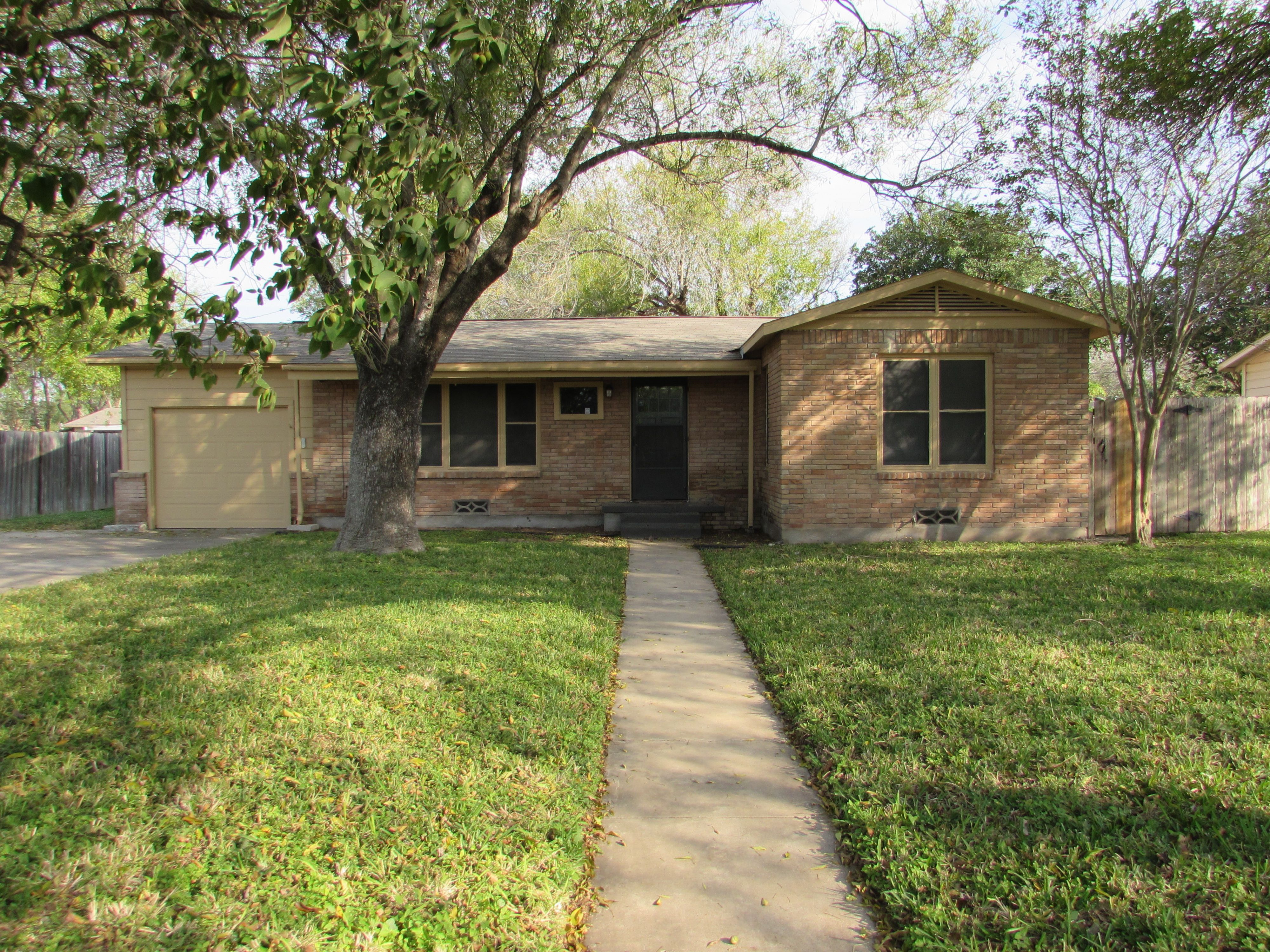 Family Memories Are Sure To Be Made On The Patio Of This 1319 SF Brick Home  In McAllen, TX. Great Features Include 2 Bedrooms, 1 Bathroom, Large Dining  Room ...