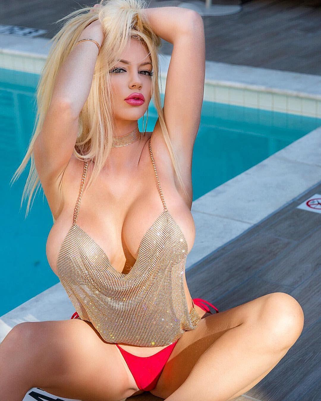Nicolette Shea www.sexytweetdesk.com
