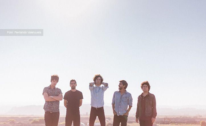 """NIÑO COHETE, Concepción, Chile. En 2013 graban su primer LP """"Aves de Chile"""", con la participación de Fernando Milagros. El disco propone un sonido moldeado por la naturaleza cambiante y llena de vida. Invitados a festivales Lollapalooza Chile '13 y SXSW, Austin, Texas. Booking: nbenavente@cohete.cl, Prensa: cohete@cohete.cl, WEB: http://www.cohete.cl, FB: /ncohete, TWITTER: /ncohete, SOUNDCLOUD: /ncohete, INSTAGRAM: /ncohete, #7artescl #chile #music #musica #musicband #bandamusical"""