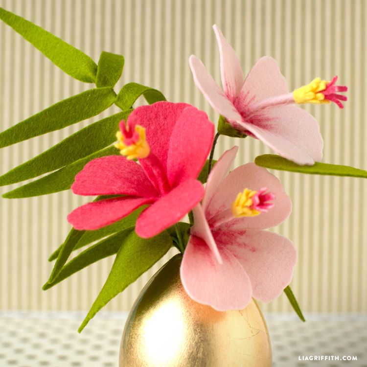 Diy Felt Hibiscus Flower Video Tutorial Lia Griffith Felt Flowers Diy Felt Flowers Felt Flowers Patterns
