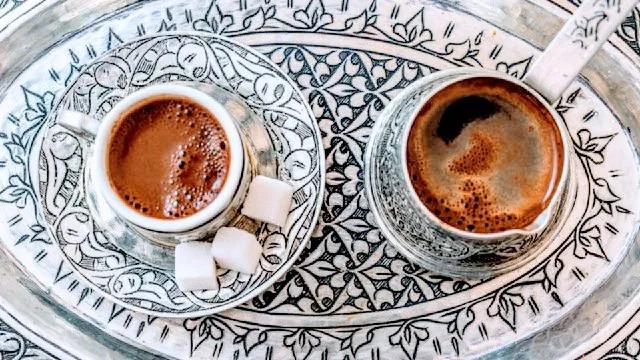 طريقة عمل القهوة التركية مثل الكافيهات القهوة برغوة كثيفة الكامب نيوز Food Glassware Tableware