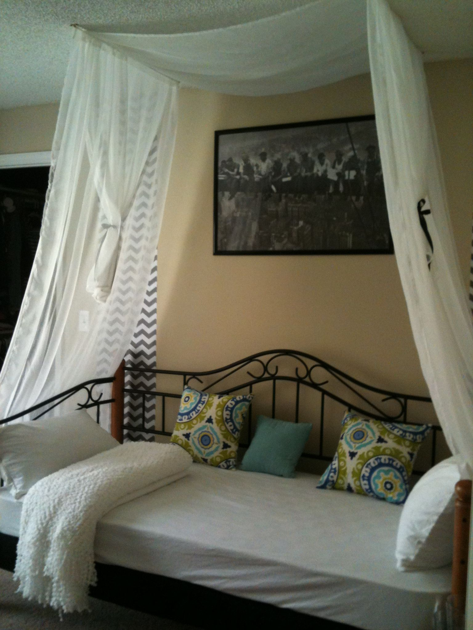 Twin Daybed, Black Metal Frame, Light White Net Canopy From