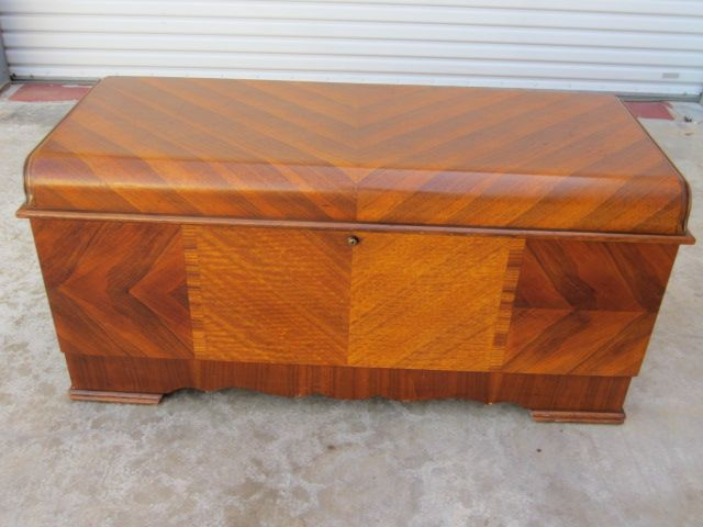 antique cedar chest |  to post :art deco lane cedar chest