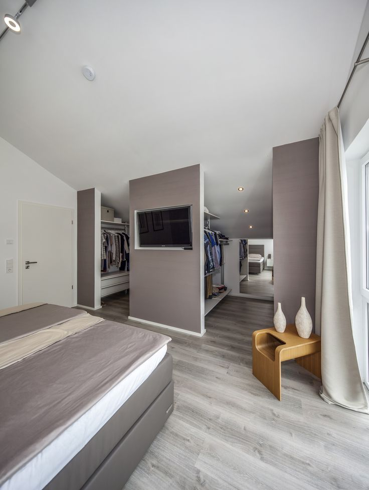 Schlafzimmer mit begehbarem Kleiderschrank Dieses ...