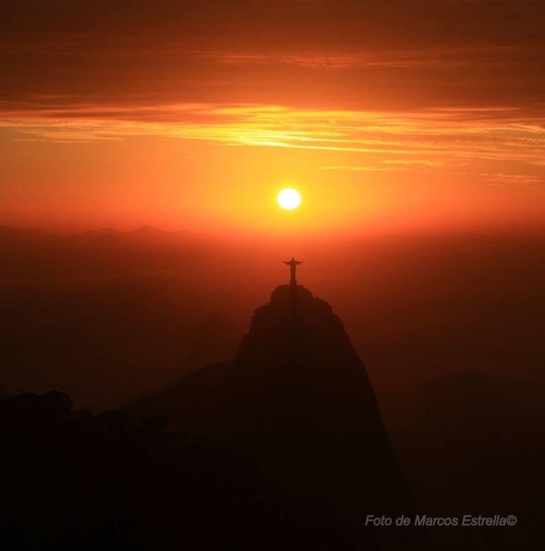 Espetáculo de por do sol com o Cristo Redentor - Rio de Janeiro - Brasil