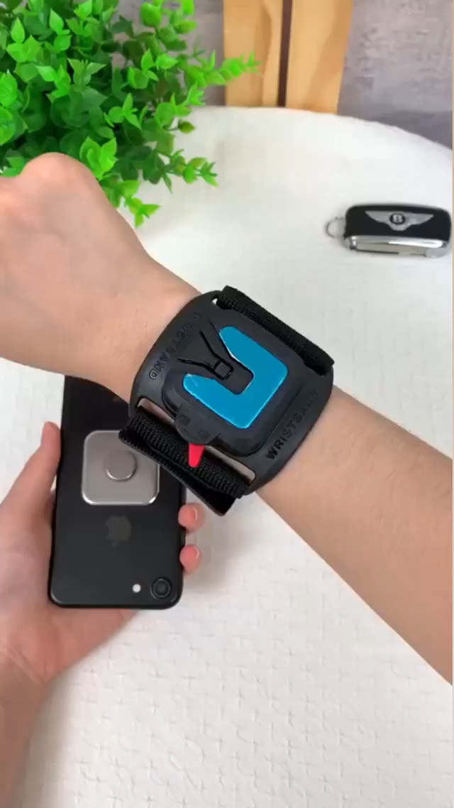 Easily adjust your wristband for the best view of your smartphone's screen while working out!