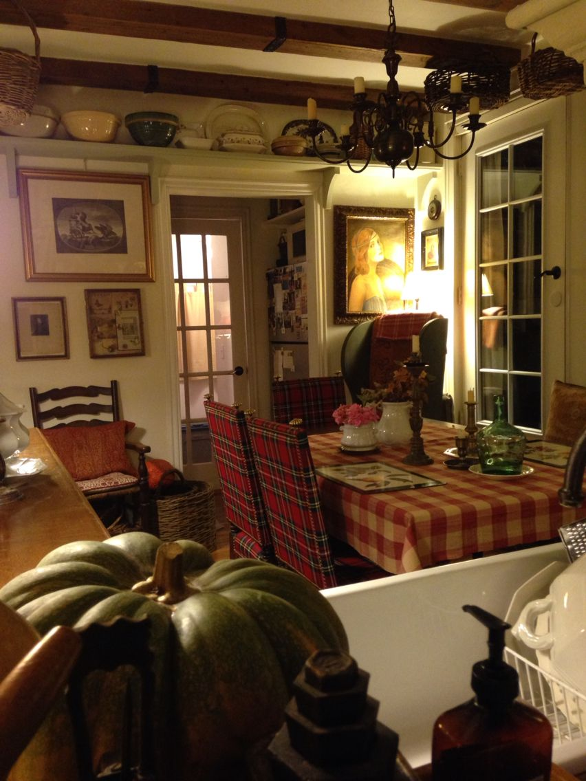 Cottage kitchen - Love that look? You can get it. Jere's Antiques can help.