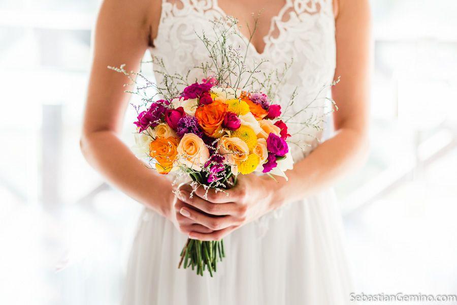 Foto Buque De Flores Coloridas Casamento Realizado Na Praia De