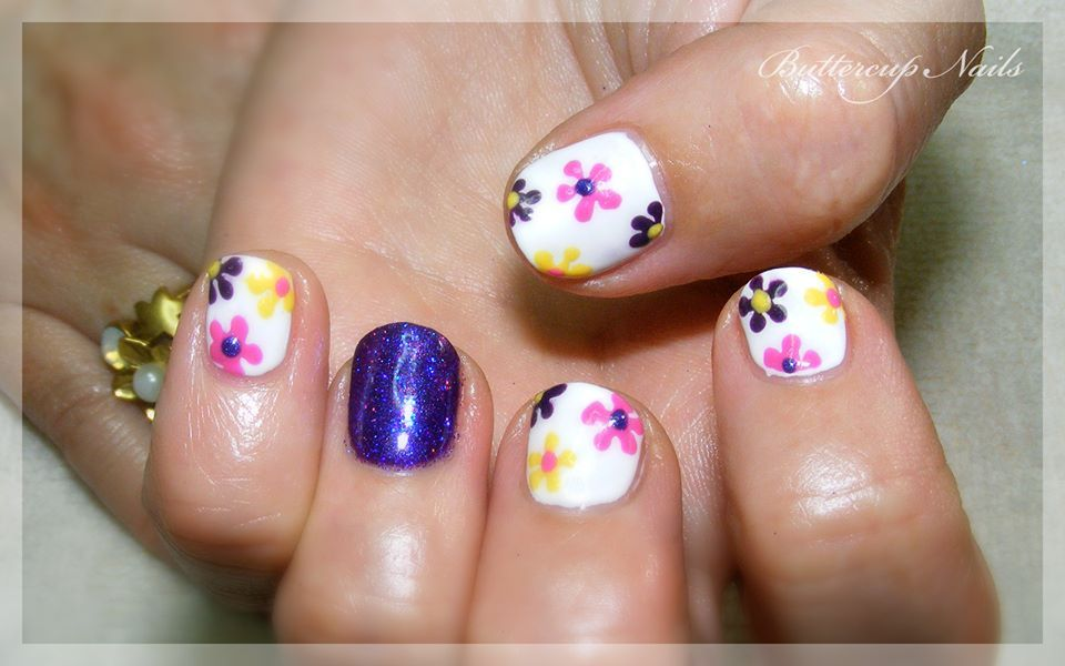 Custom shellac in cream puff with hand painted daisies