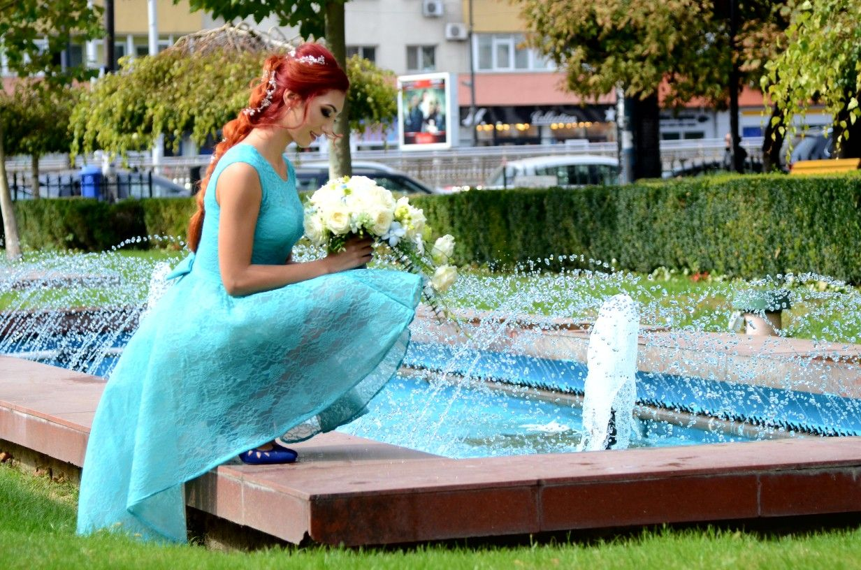 Turquoise dress red hair wedding bouquet autumn love fontaine make