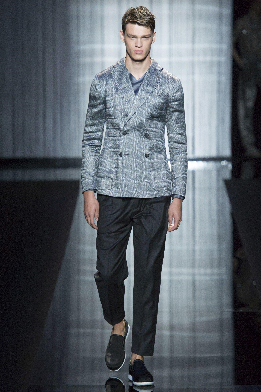 http://www.vogue.com/fashion-shows/spring-2017-ready-to-wear/giorgio-armani/slideshow/collection