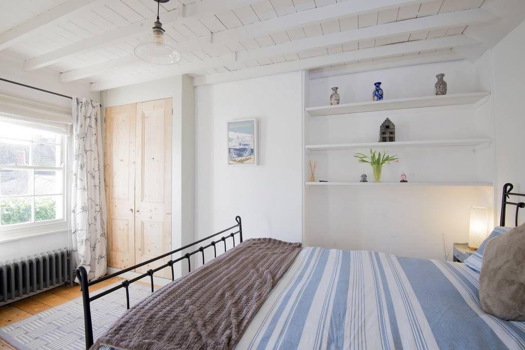 Regardez ce logement incroyable sur Airbnb : Beach Hut Cottage - chic base in central Brighton - Maisons à louer à Brighton
