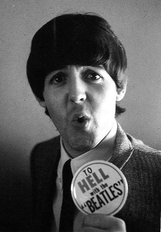 Funny Faces of Celebrities in Black & White Photos - Snappy Pixels | Paul mccartney, The beatles, Beatles love