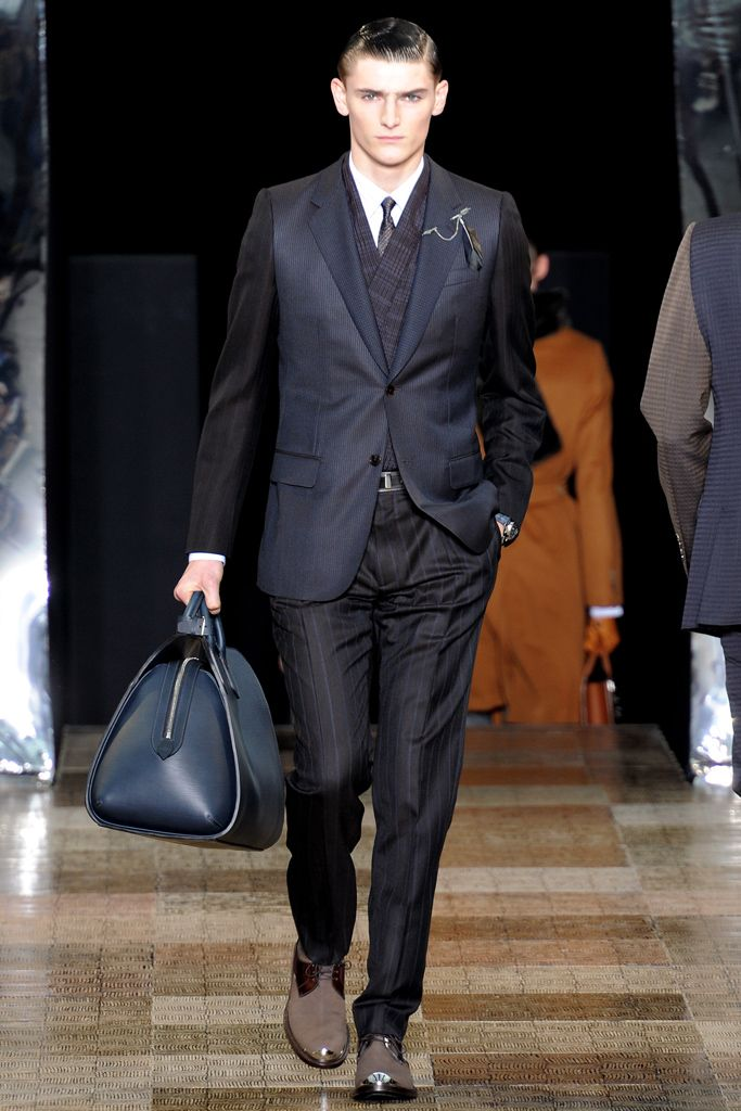 ad08b861bb2 Мужские костюмы Louis Vuitton в интернет-магазине Madina.ru ...