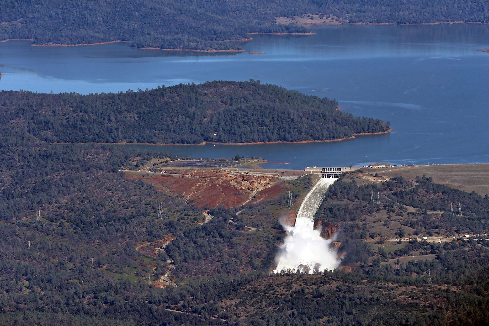 Courting disaster at Oroville Dam — key questions and answers