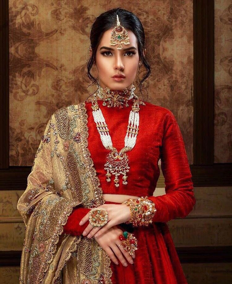 Pin de malik malik en bridal\'s and non bridal\'s dresses ideas ...
