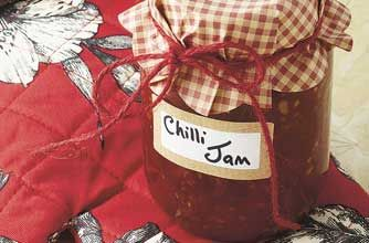 Tomato chilli jam recipe - spicy and sweet, this jam is a great no-fat accompaniment to many dishes! Plus it only takes 90 minutes to make!