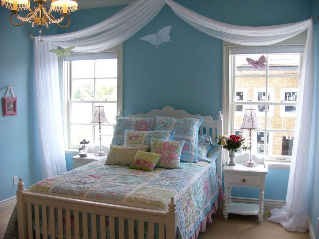 Blue bedroom design ideas - Teen Room Blue Bedroom Design Ideas For Women Design With Comfortable Bed With Blue Duvet Covers And Pillow With Chandelier With Glass Window And White