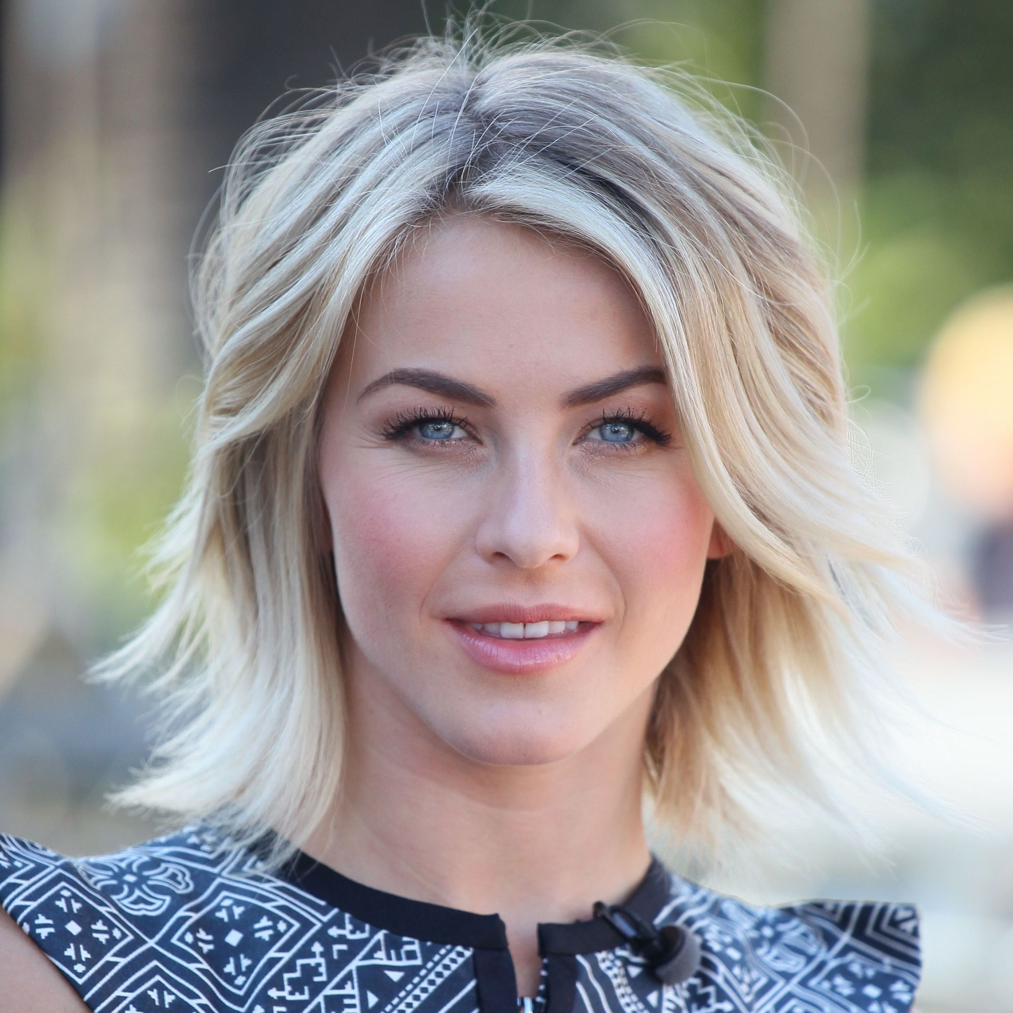 Give Thin Hair A Boost With These Hairstyle Ideas That Help You Fake Fullness Hairstyles For Thin Hair Medium Thin Hair Medium Length Hair Styles
