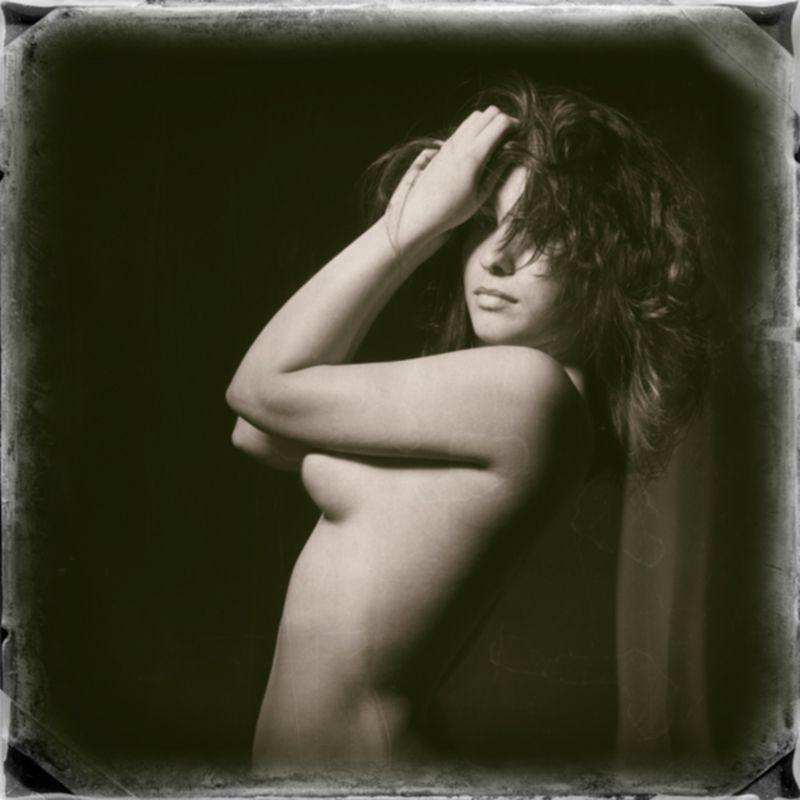 Digital Wet Plate  Fotografía & edición: Pedro Sánchez ***  Modelo: Sara Fernández                 *** con Luis San José                                     #boudoir #nude #santander