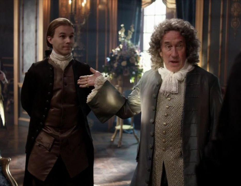 Alex Randall Laurence Dobiesz And The Duke Of Sandringham Simon Callow In Season Two Of Outlander On Starz Episode 204 La Outlander Dame Dame Blanche