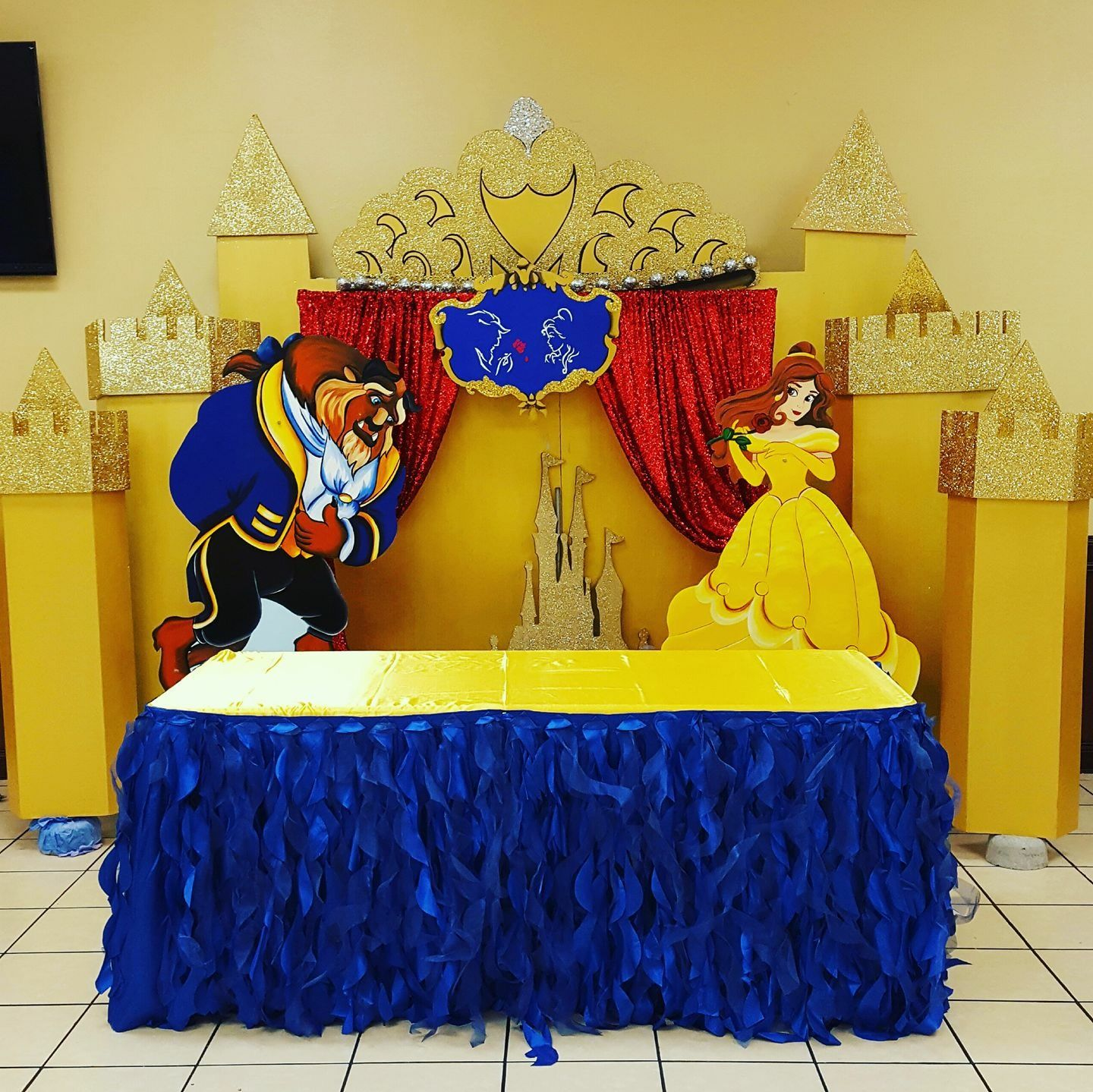 Beauty and the beast cake table Decour | Beauty & The Beast Party ...