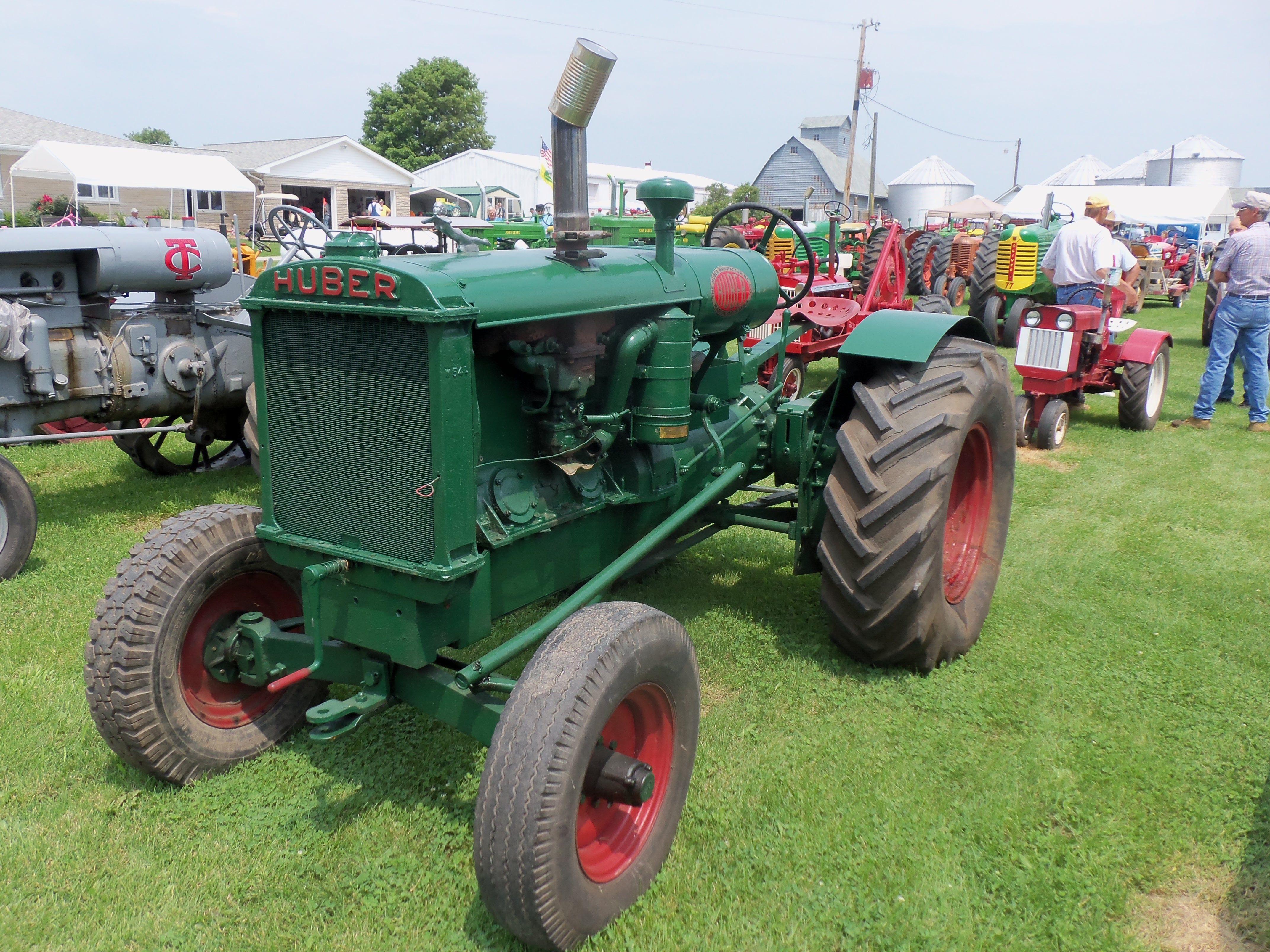 Antique Tractors In Ohio : Huber tractor from marion ohio farm equipment