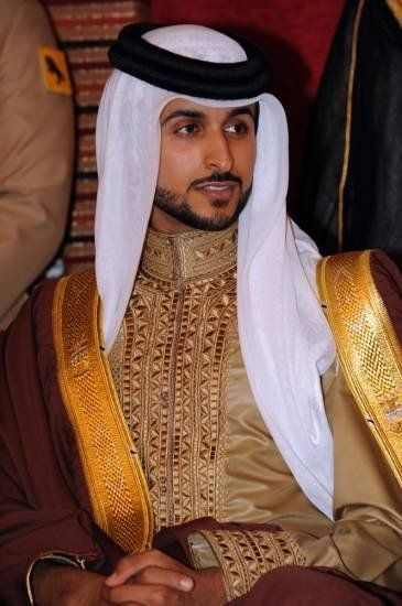 be455d99f Let us show you all what is traditionally worn everyday by Arab Men. | SO  HANDSOME... I'VE EVER SEEN SUCH A PERSONALITIES... | Arab men, Saudi men,  ...