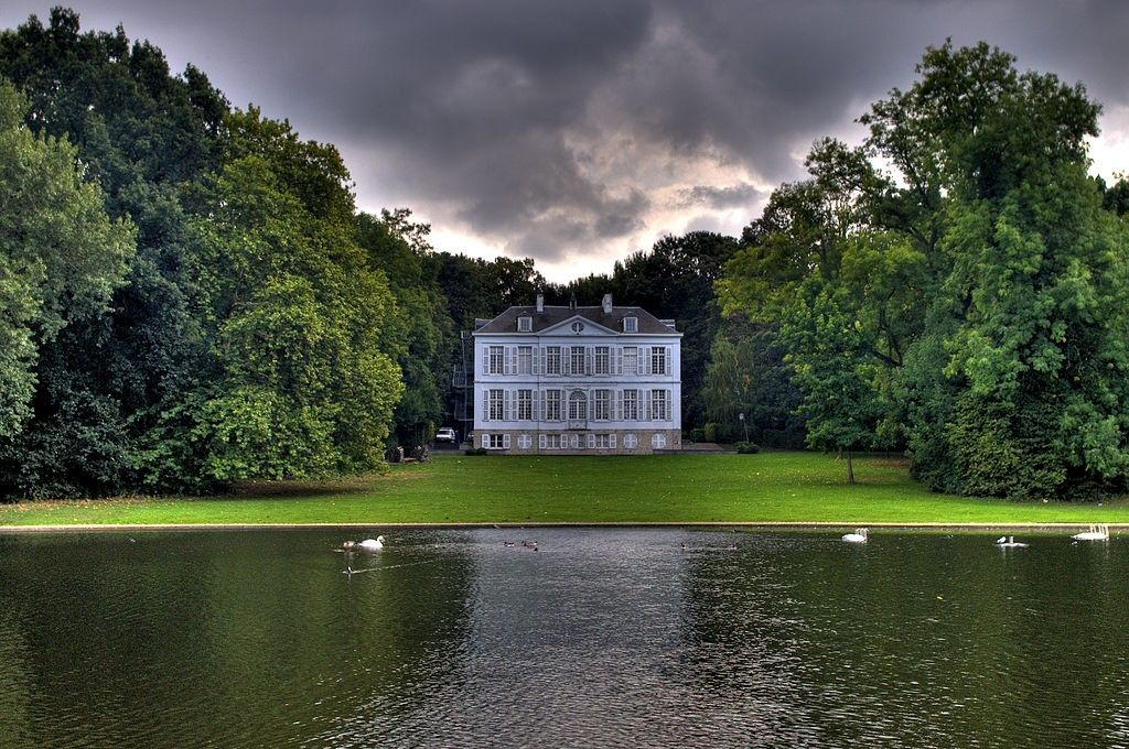 From beautiful parks and walkways to historic chateaux, discover all there is to see and do in Woluwe-Saint-Lambert.