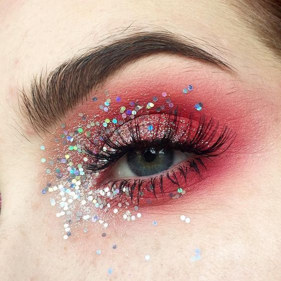 Photo of Fotoshooting Styling Inspiration. Augen Make Up in rot mit Glitzer. Rave Makeup …