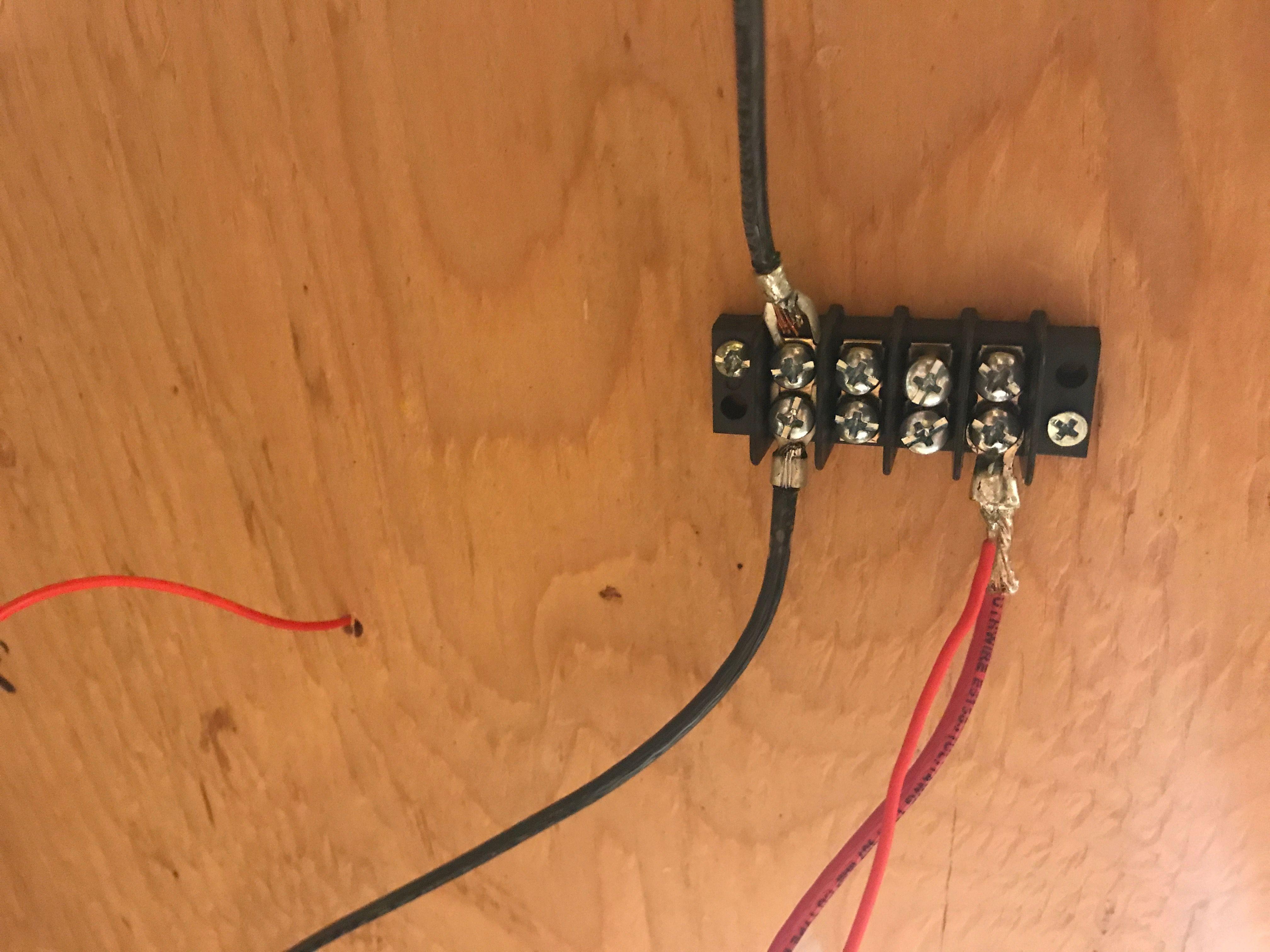 Barrier strip. Common ground wire in black. Power supply in dark red ...