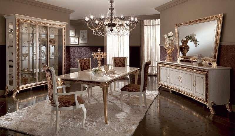 Sala da pranzo stile veneziano - Tavolo con eleganti sedie imbottite ...