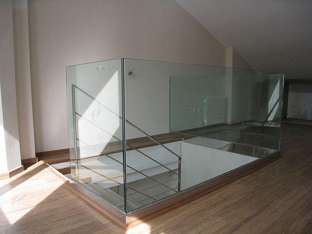 Barandilla de cristal y acero Basements, Living rooms and Room