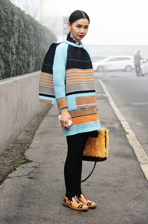 Street Style I bright colours in winter I orange stripes I geometrical print I statement shoes @monstylepin