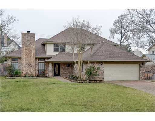 9218 Shadowcrest Dr College Station Tx Completely Remodeled Home In Woodcreek Subdiv Outdoor Patio Ideas Backyards Outdoor Patio Pavers Modern Patio Design